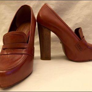 Schultz high heeled brown pumps